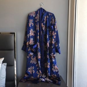 Number 1 London Blue Robe